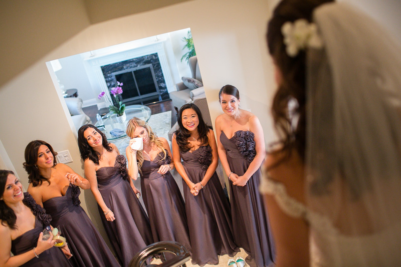 montreal-wedding-photographer-putting-on-the-dress