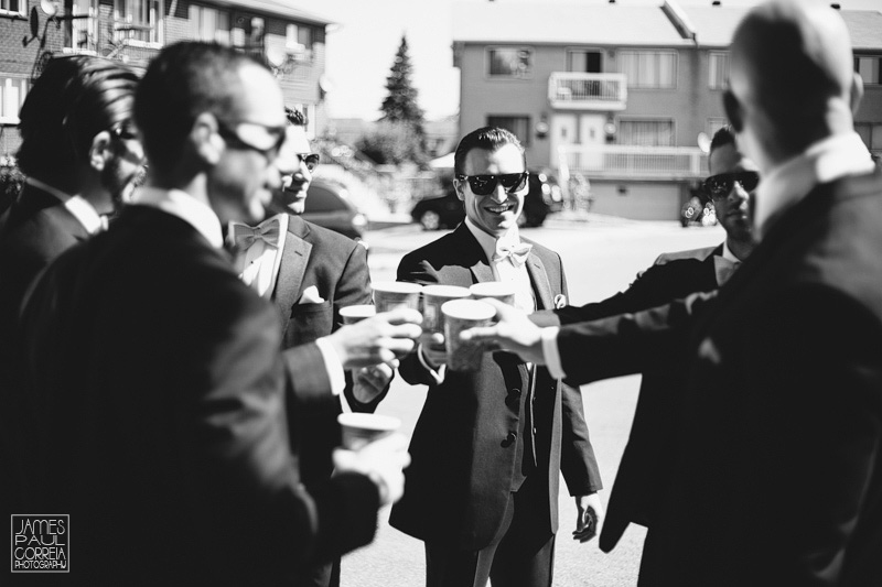Montreal  Photographer groomsmen cheers