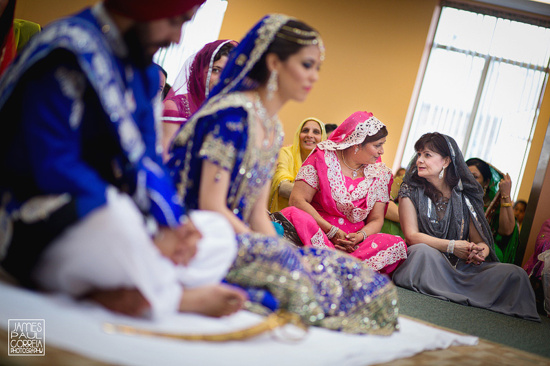 Sikh Montreal Wedding Photographer mothers chat